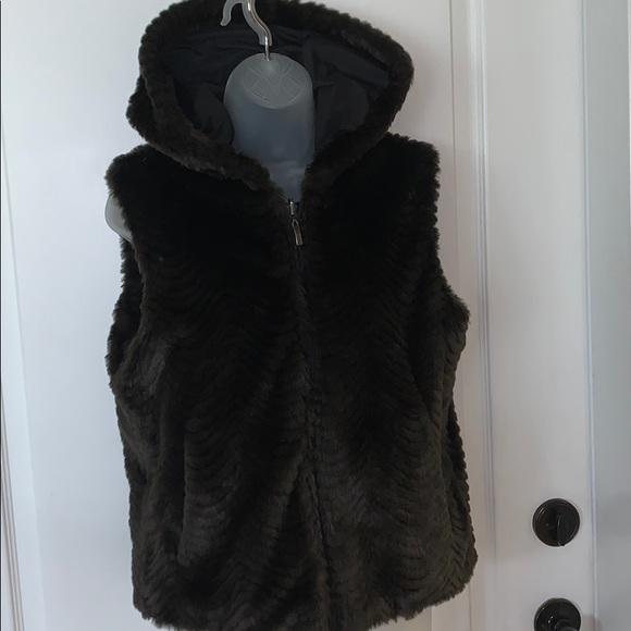 regal park Jackets & Blazers - EUC Regal Park reversible faux mink vest w/hood